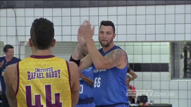 Ex-Toronto Raptors e Utah Jazz, Bábby faz jogo festivo com estrelas do basquete e até comentaristas da ESPN