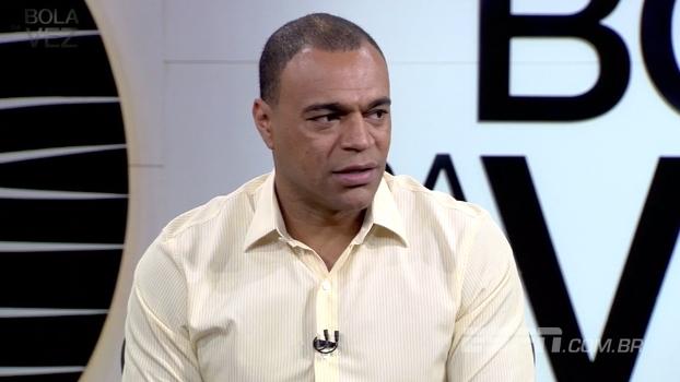 Denílson critica postura arrogante de Ceni como treinador e teme que ex-goleiro fique com mesma imagem de Dunga