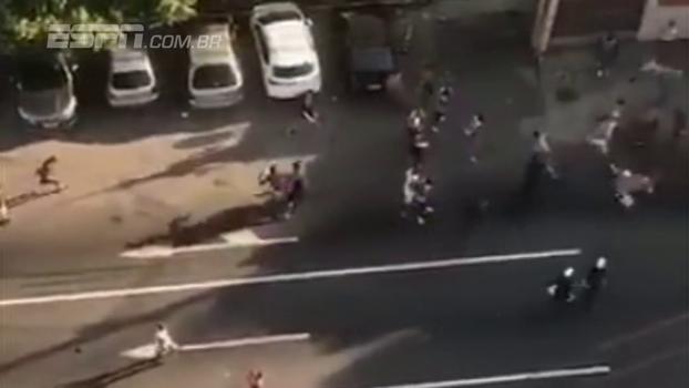A volta do 'mano a mano': grupos de torcedores cariocas brigam, mas com código de ética e até aplausos no fim