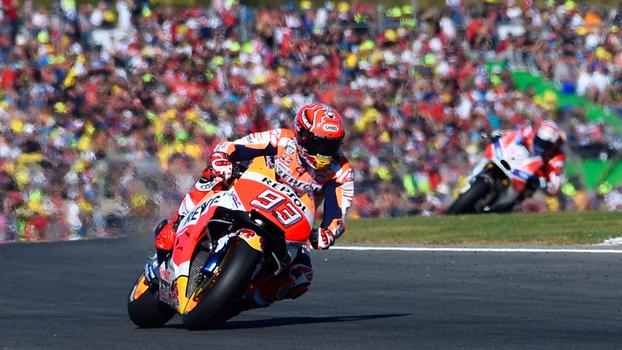 Marc Márquez supera rival, chega em terceiro no GP de Valencia e é tetracampeão da MotoGP