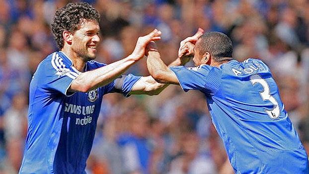 Em 2008: Ballack fez dois, Chelsea venceu United e empatou na liderança da Premier League