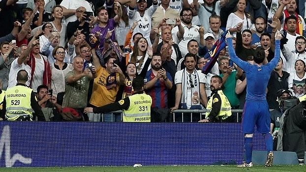Após 'exibir' sua camisa para torcida do Real, Lionel Messi foi advertido com amarelo