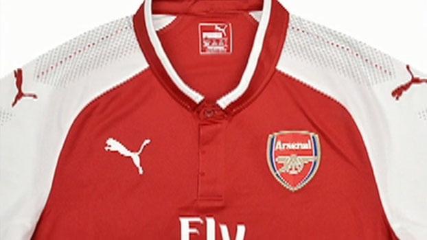 Gola com botões e vermelho mais escuro: Arsenal apresenta novo uniforme