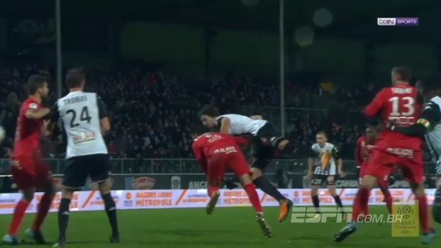 Angers busca empate com golaço contra o Montpellier, mas segue na zona de rebaixamento