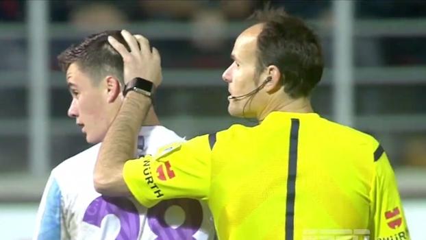 Consolado pelo juiz! Juanpi perde gol inacreditável no Espanhol