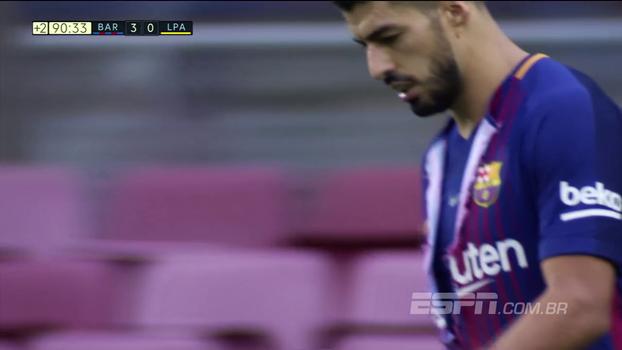 Quando a fase não é boa: Suárez imita Hulk e rasga a própria camisa depois de perder gol cara a cara