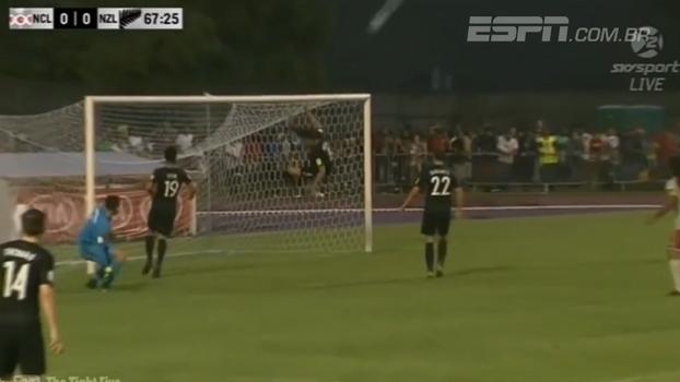 Tira a zaga! Jogador neozelandês evita gol em cima da linha com acrobacia ninja
