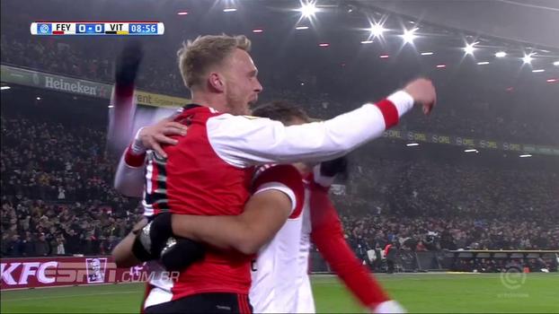 Feyenoord vence Vitesse e pula da 7ª para a 5ª colocação; veja o gol