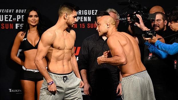 Veja a pesagem e a encarada entre Yair Rodriguez e BJ Penn