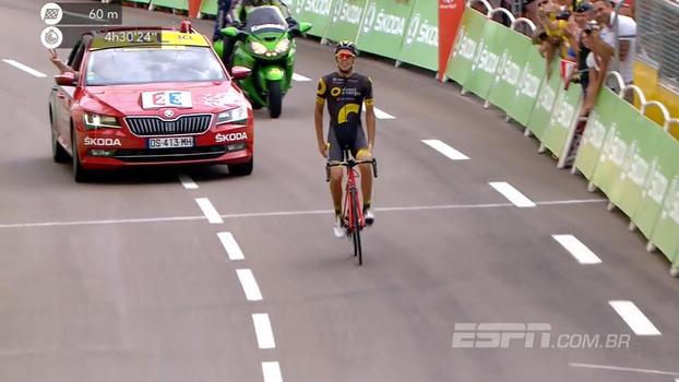 Após susto por câimbra, atleta francês vence etapa do Tour de France na superação