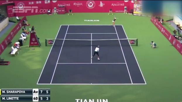 Em Tianjin, Sharapova vence Linette e encara Vögele na próxima fase