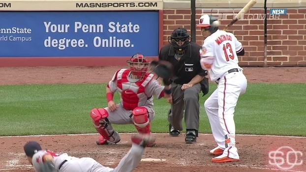 Arremessador dos Red Sox quase acerta cabeça de adversário após jogador lesionar colega de time