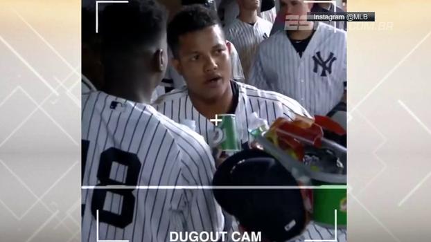 Que criatividade! Nos Yankees, você é entrevistado pelos companheiros - e tem até 'câmera' improvisada