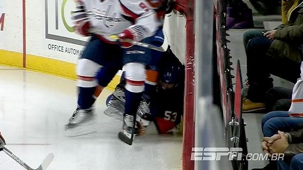 Imagens fortes! Jogador dos Islanders sofre corte após pisão de companheiro na NHL
