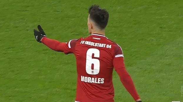 Tempo real: Morales arrisca de esquerda, mas a bola sai fraca pela linha de fundo