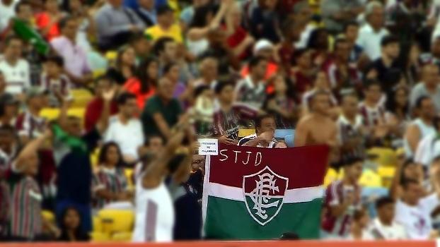 Torcedor do Flu 'personaliza' bandeira do clube com 'STJD' acima do brasão