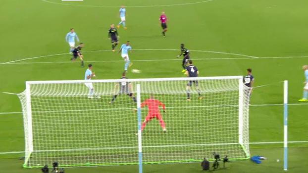 Tempo real: GOL do Manchester City! Defesa do Everton corta mal e Sterling enche o pé no rebote