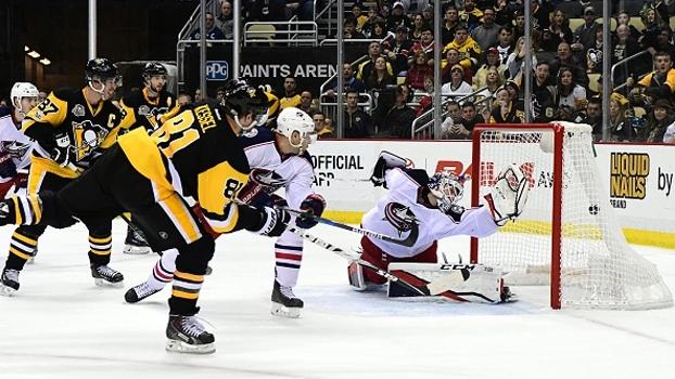 Em seu 800º jogo na NHL, Phil Kessel soma 3 pontos e impulsiona vitória dos Penguins sobre Columbus