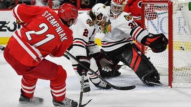Líder do Leste, Chicago Blackhawks perde para Carolina Hurricanes na NHL
