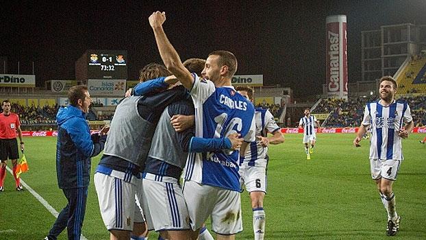 Com pixotada absurda de goleiro, Las Palmas cai em casa para o Real Sociedad