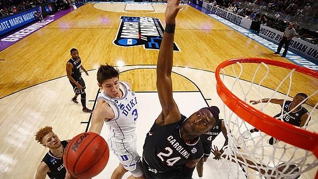 Favorito, Duke cai para South Carolina na NCAA