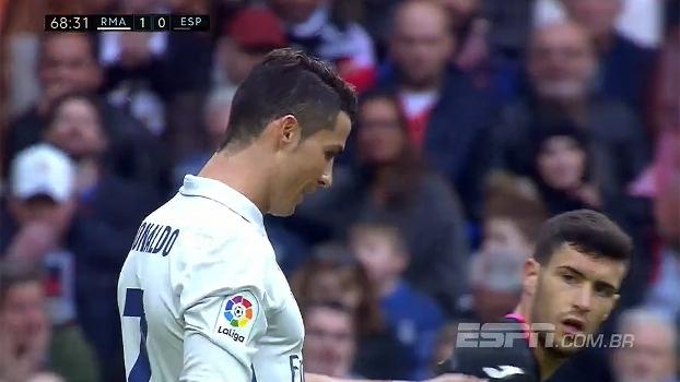 Tempo real: Cristiano Ronaldo cabeceia a bola cruzada por Morata, mas manda para fora
