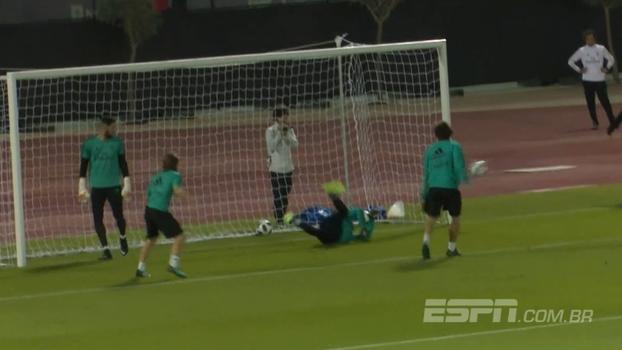 RIDÍCULO! Goleiro de 17 anos do Real Madrid simplesmente fechou o gol em treino sem zagueiros