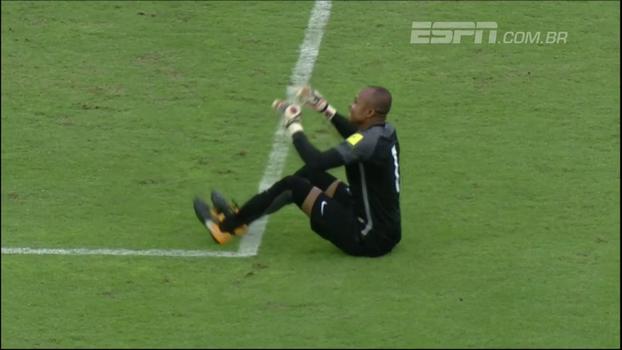 Ezenwa, goleiro da quase classificada Nigéria, dá show a parte em goleada e lembra algoz do Inter; veja