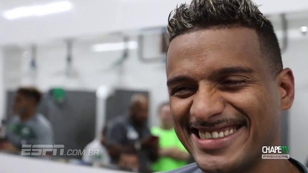 Jogadores da Chapecoense cumprem promessa após permanência garantida na Série A