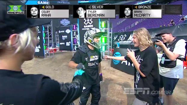 Novato leva medalha de ouro no MotoX na última tentativa e tem reação impagável
