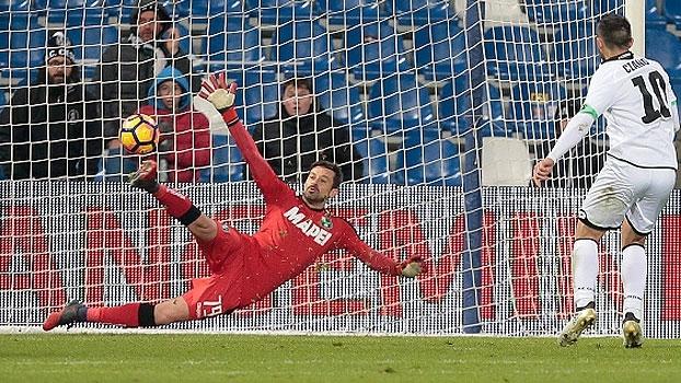 Com pênalti duvidoso, Sassuolo sofre virada em casa e está fora da Copa da Itália