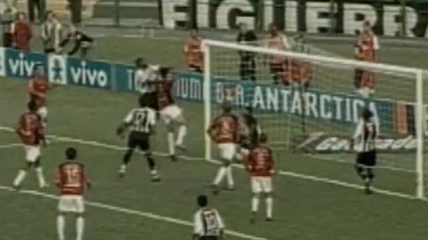 Allann Delon fez de falta, mas zagueiro Clebão definiu triunfo do Figueirense sobre Vitória em 2004