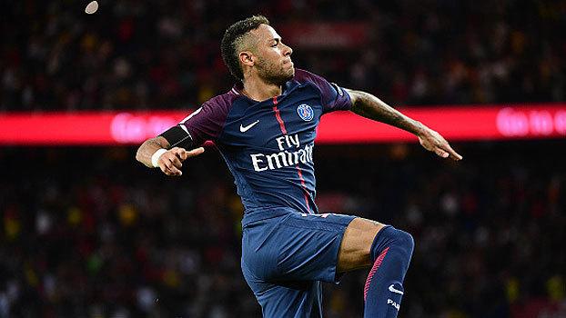 Dois gols, cruzamento para golaço, carretilha e muito mais: o show de Neymar diante do Toulouse na estreia em casa
