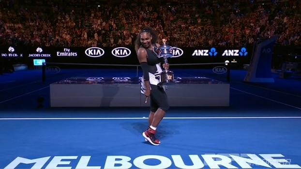 Meligeni Fashion Week: tênis da campeã Serena Williams mas cores vermelha e rosa são destaque