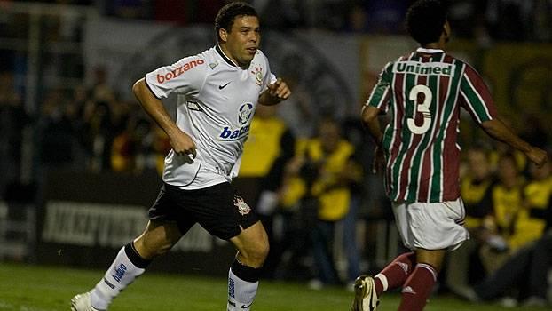 Fred teve gol anulado e foi expulso por reclamação, Ronaldo fez três e Corinthians venceu Flu em 2009