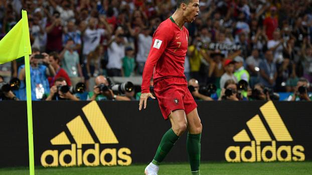 Cristiano Ronaldo celebrando gol contra Portugal 554e42334eb88