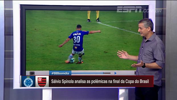 Sálvio analisa se houve dois toques de Thiago Neves no pênalti decisivo da Copa do Brasil