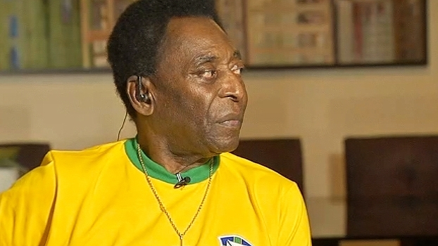 Pelé lembra de 'milagres' no Santos e conta sobre quando aterrissou sem trem de pouso