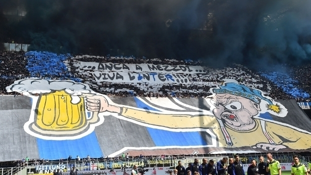 Mesmo ao meio-dia, viva a Inter! Com faixas, torcida protesta contra horário do clássico italiano