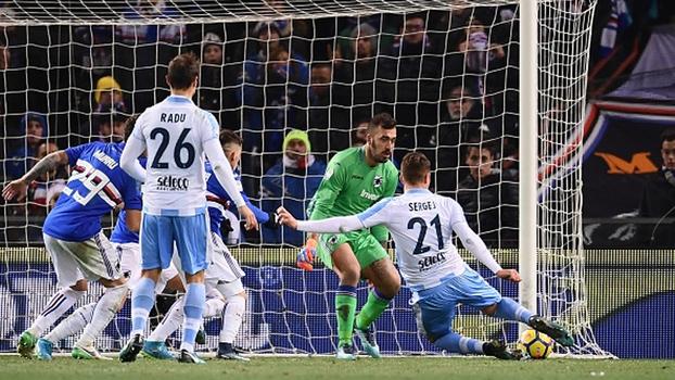 Com gol chorado nos acréscimos, Lazio vence Sampdoria e segue colada na zona da Champions