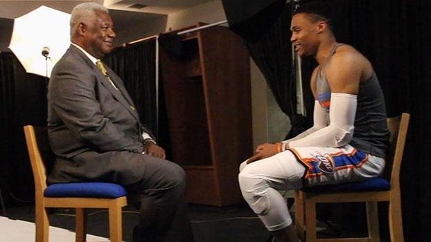 Passado e presente: Westbrook e Oscar Robertson ficam frente a frente em entrevista sobre recorde histórico