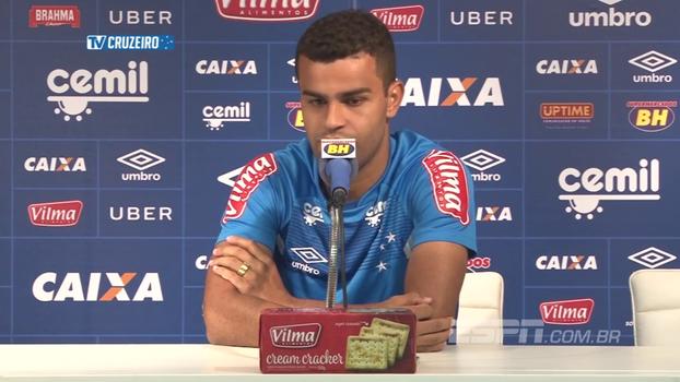 Alisson exalta temporada no Cruzeiro e comemora gol de cabeça