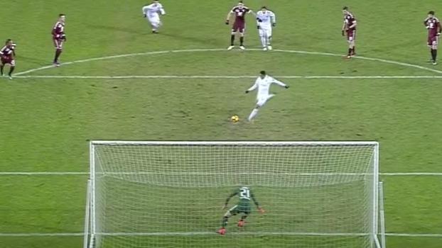 Tempo real: GOL do Milan! Bacca cobra pênalti num canto e Hart pula no outro