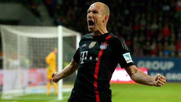 Corta para a esquerda e chuta: veja golaços de Robben em sua jogada fatal