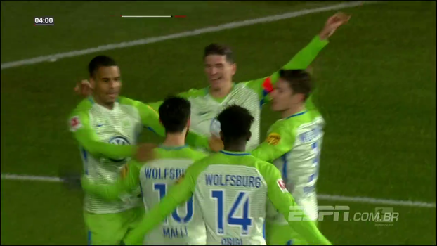 Wolfsburg atropela e impede M'Gladbach de assumir vice-liderança; veja os melhores momentos