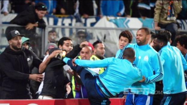 Após chutar torcedor antes de partida, Patrice Evra é desligado do Olympique de Marselha; Amigão explica