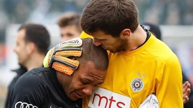 Brasileiro é vítima de racismo e chora em clássico sérvio