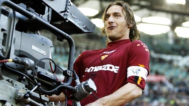 Ao som de Che Fantastica Storia e' La Vita, Francesco Totti abre o 'SportsCenter'; veja