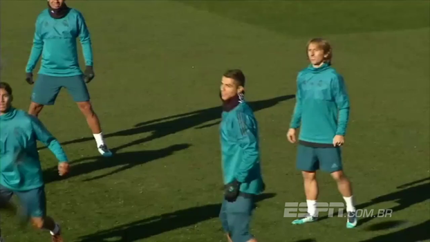 Altinha! Cristiano Ronaldo esbanja habilidade em treino do Real Madrid e não deixa a bola cair