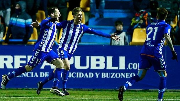 Com golaço de falta no fim, Alavés derrota o Alcorcón fora de casa